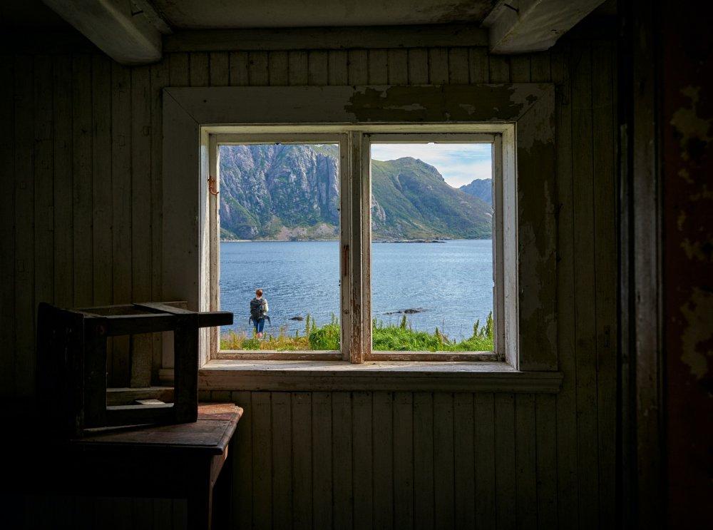 Gammaldags gemyt med spröjsade fönster