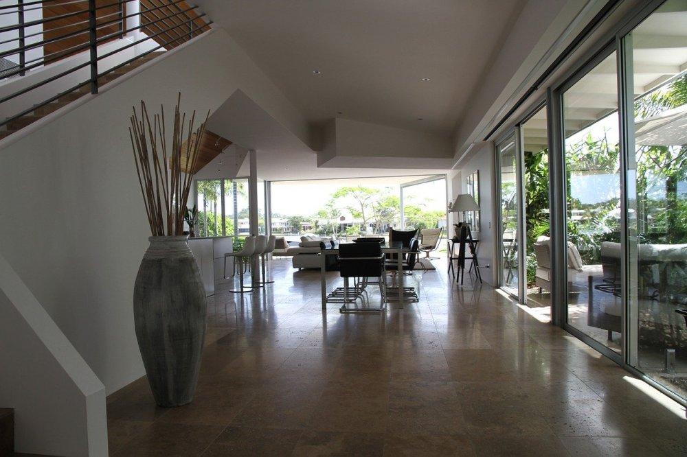 Inred hemmet med hjälp av glasslipning