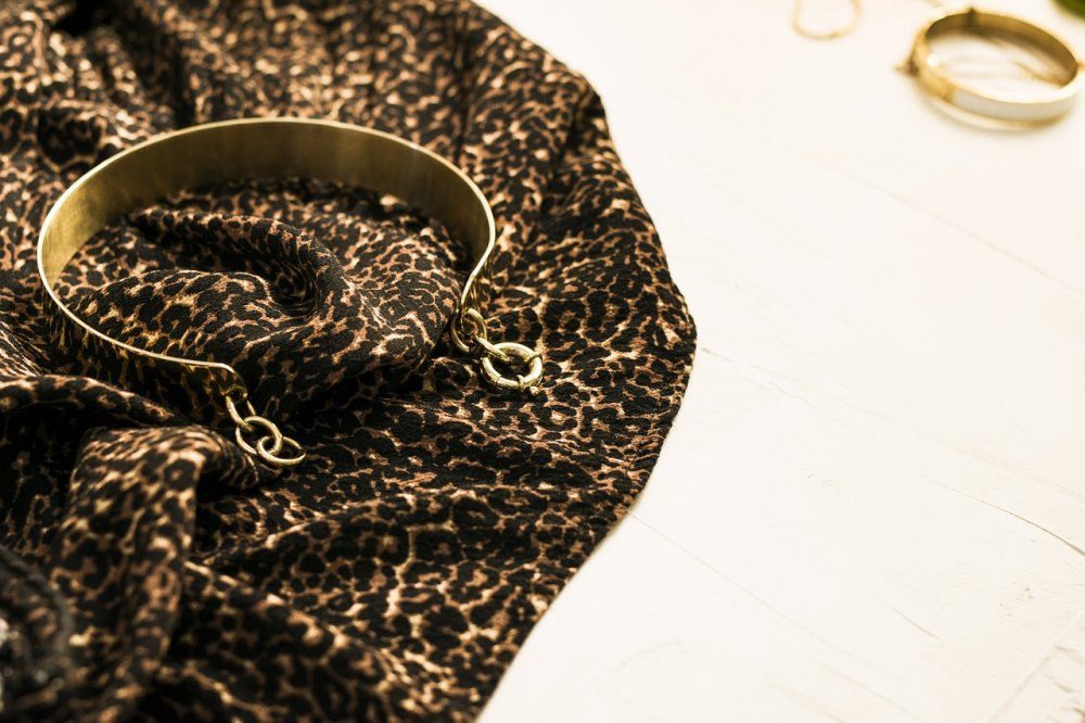 Only håller fortet med kläder i svart och leopard